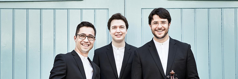 Trio Isimsiz fotografiert von Kaupo Kikkas